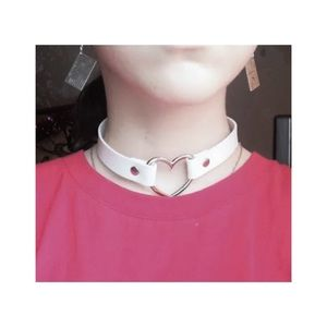 🤍🤍 white choker with heart 🤍🤍